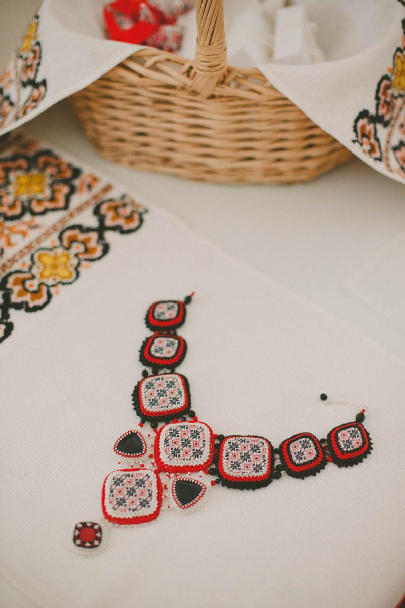 Bijuterii de inspiratie romaneasca create de Roxana Bacila pentru nunta
