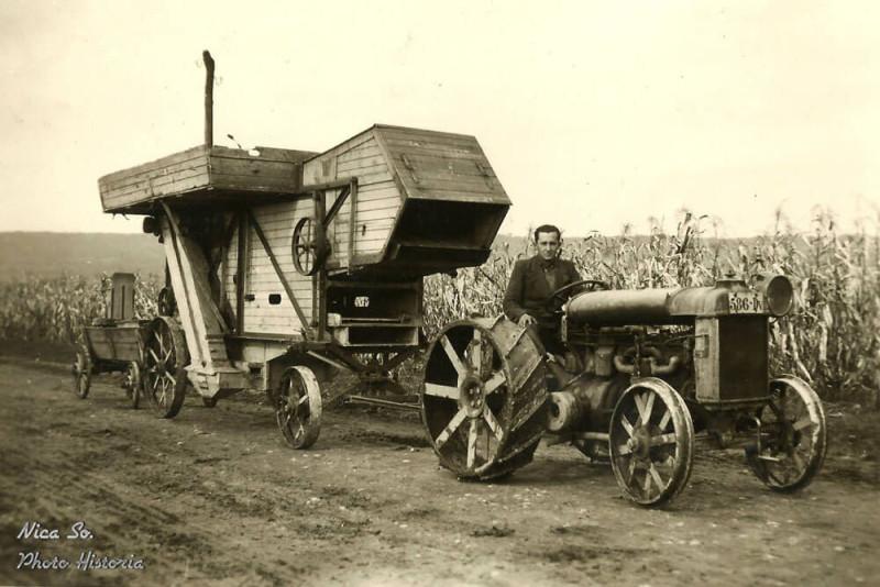 Cu batoza la treierat in anii 1940 sursa foto Photo Historia România rurală interbelică
