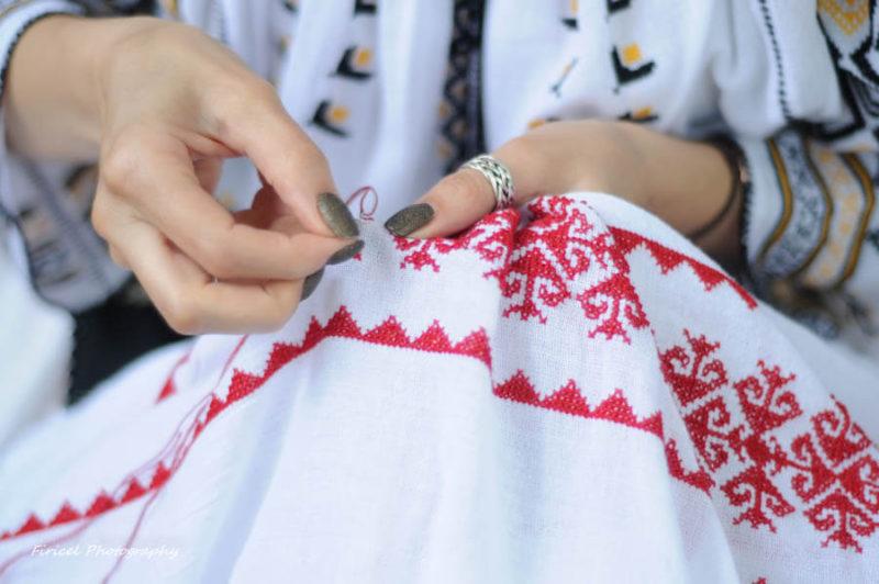 Ia românească se poartă direct pe suflet