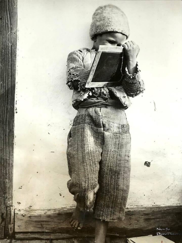 Scolar roman fotografie de presa datata Februarie 1950, Photo Historia
